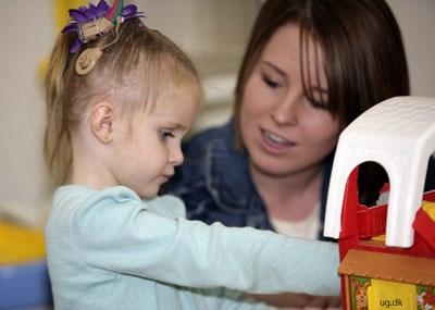 Tidlig indsats - Det er vigtigt at hjælpe hørehæmmede børn til en normal sproglig udvikling.