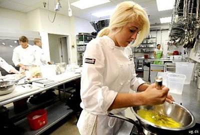 foto af køkkenmedhjælper