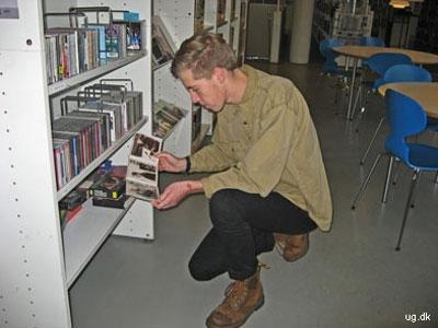 foto af elev ved musikbiblioteket