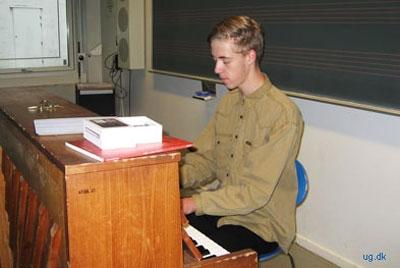 foto af elev ved klaver