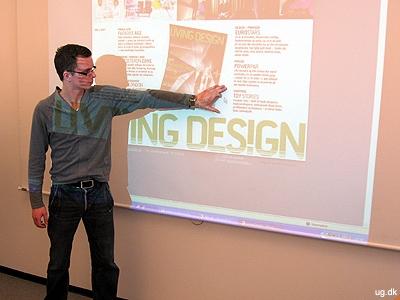 Vidensdeling - Alex underviser et hold kolleger.
