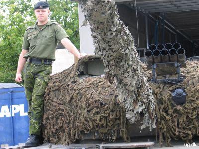 Leopardmanden - Keld viser sin Leopardkampvogn frem.