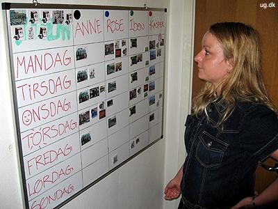 Overblik - På tavlen kan beboerne følge med i, hvilke aktiviteter de skal lave i løbet af ugen.