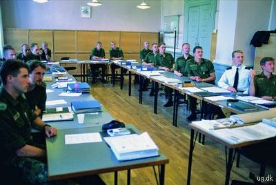 Uddannelse - Efter endt uddannelse bliver du udnævnt til premierløjtnant af reserven.