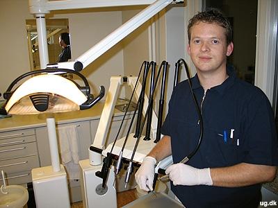 Værsgo' at sidde ned - Morten har mellem 8 og 20 patienter om dagen