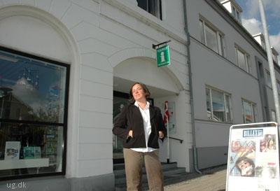 Laila har er flyttet ind i sit barndomshjem, en gård ved Selsø Slot.