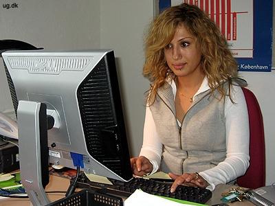 Ved skrivebordet - Meget af arbejdet foregår ved pc'en