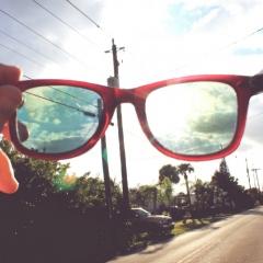 Udsyn på gade gennem briller