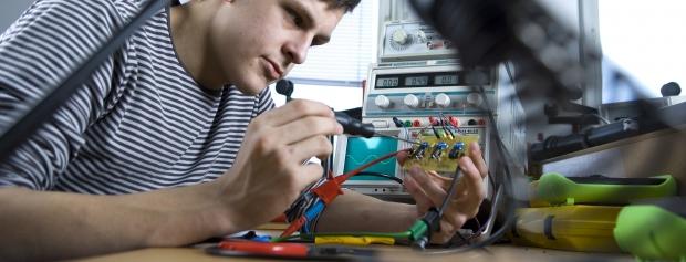 amu i elektronik- og svagsstrømsteknik