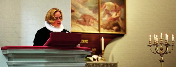 præst i folkekirken
