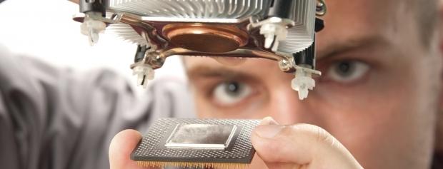 Nærbillede af elektroniklærling med relæ