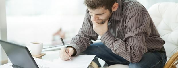 Ansøger skriver motiveret ansøgning