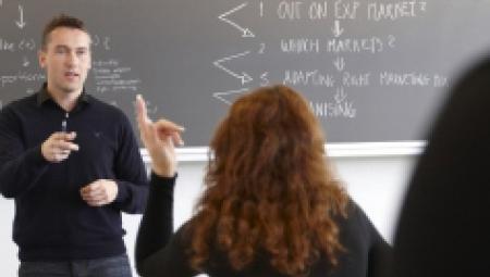 Akademiuddannelsen i finansiel rådgivning | UddannelsesGuiden
